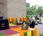 The Defence Minister of the France, Mr. Jean Yves Le Drian paying homage at Amar Jawan Jyoti, in New Delhi on July 26, 2013.
