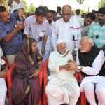 The Prime Minister, Shri Narendra Modi offers condolences to the family of the former President of India, late Dr. A.P.J. Abdul Kalam, at burial site, Rameswaram, in Tamil Nadu on July 30, 2015.