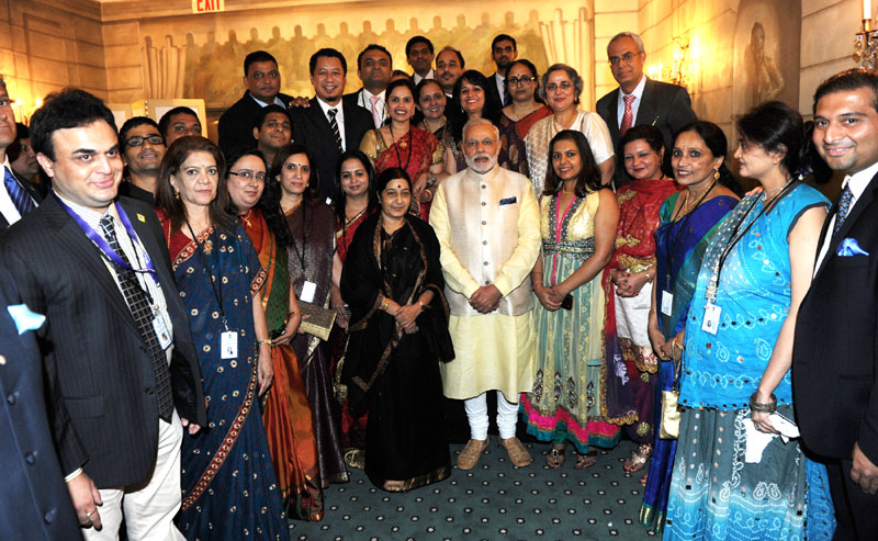 Narendra Modi with the organizers of the Indian community dinner  	 Smt. Sushma Swaraj is also seen.