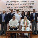 The Prime Minister, Shri Narendra Modi with Heroes Of Incheon 2014, The Chief of Naval Staff, Admiral R.K. Dhowan and the Minister of State for Sports Shri Sarbananda Sonowal are also seen.